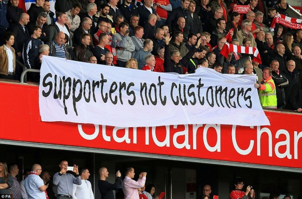 1414250215424_wps_58_Liverpool_fans_protest_wi